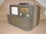 Click here to enlarge image and see more about item 3055: 1940 Airline Model 04WG-668 Portable AM Radio