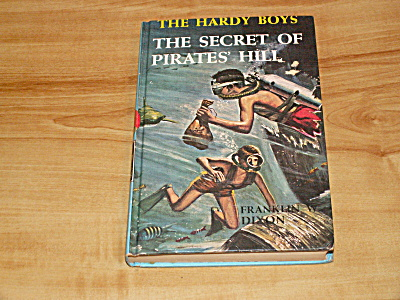 The Hardy Boys Series, The Secret of Pirates' Hill, Book #36 (Image1)
