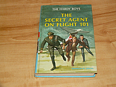 The Hardy Boys Series, The Secret Agent on Flight 101, Book #46 (Image1)