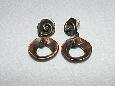 Vintage Costume Jewelry, Pair Pierced Earrings Metal Drop A (Image1)
