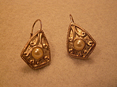 Vintage Costume Jewelry, Pair Pierced Earrings Silver-tone Pearl K