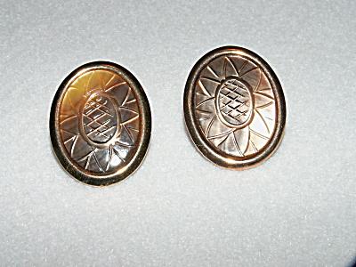 Vintage Costume Jewelry, Pair Pierced Earrings Circular Flower L (Image1)