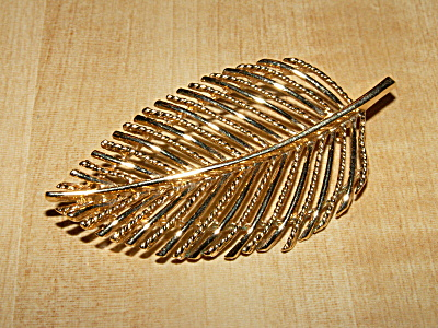 Lovely Vintage Napier Costume Jewelry Pin Brooch Gold-tone Leaf