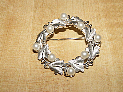 Vintage Signed Crown Trifari Pin Brooch Silver-tone Faux Pearls Leaves