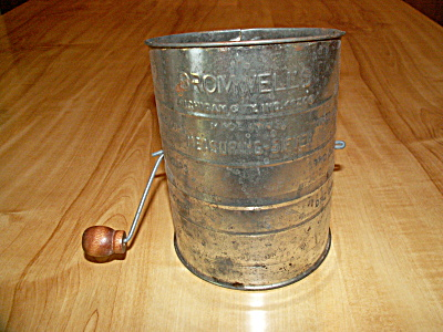 Bromwell's Sifter Flour Tin 3 Cup, Brown Wood Handle Michigan City In