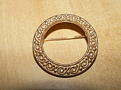 Vintage Signed Crown Trifari Pin Brooch Gold-tone Circle W/curlicues