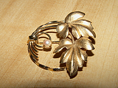Vintage Signed Winard Costume Jewelry Pin Brooch 12k Gf Faux Pearl