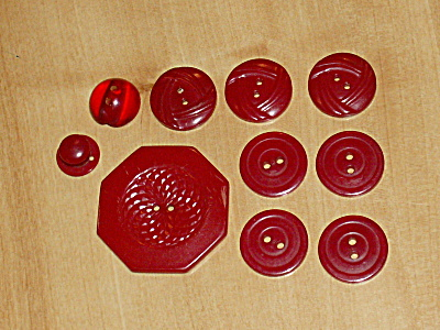 Group 10 Red Vintage Tested Bakelite Buttons Varied Sizes One 1 3/8 In  (Image1)