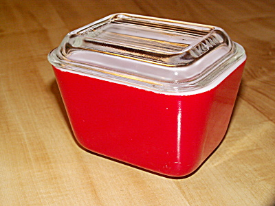 Vintage Small Pyrex Glass Red Kitchen Refrigerator Dish w/Lid #501 (Image1)