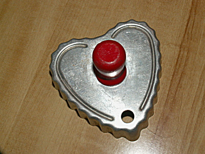 Vintage Large Heart Aluminum Cookie Cutter with Red Wood Handle B (Image1)