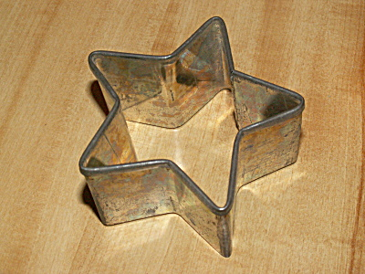 Antique 5 Pointed Star Tin Biscuit Cookie Cutter High Sides 1 5/8 (Image1)