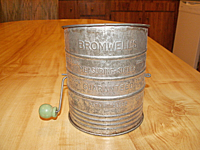 Vintage Bromwell's Measuring Sifter Flour Tin 3 Cup Green Wood Handle (Image1)