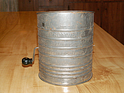 Vintage Bromwell's Measuring Sifter Flour Tin 5 Cup Black Wood Handle (Image1)