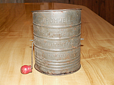 Vintage Bromwell's Measuring Sifter Flour Tin 3 Cup Red Wood Handle (Image1)