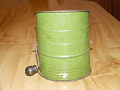 Vintage Bromwell's Sifter Flour Tin Green  Color 3 Cup Wood Handle (Image1)