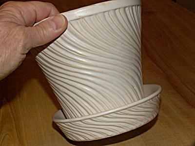 Vintage Mid-Century McCoy Pottery White Swirl Flower Pot Planter (Image1)