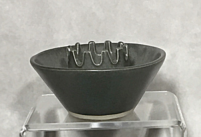 Bennington Potters #1463 Crown Safety Ashtray (Image1)