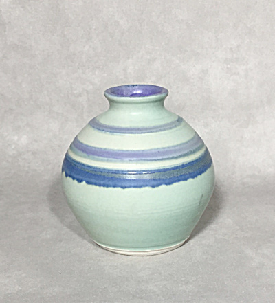 Vermont Studio potter Judith Bryant 4 inch banded vase (Image1)