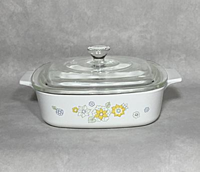 Corning 1972-1975 Floral Bouquet 1 Quart casserole (Image1)