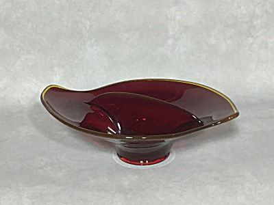 Viking Epic line #1160 Ruby glass with yellow edge divided candy dish (Image1)