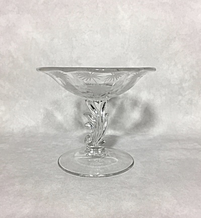 Fostoria 1937-1954 Lido cutting decoration footed comport / candy dish (Image1)