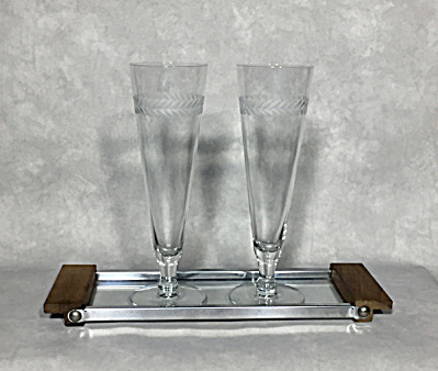 Pair of Midcentury 8 1/4 inch tall cut leaf design pilsner glasses (Image1)