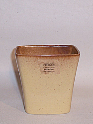 Ballard #19 yellow tan vase (Image1)