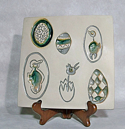 Bennington Gil design #1535 Chick/Egg tile (Image1)