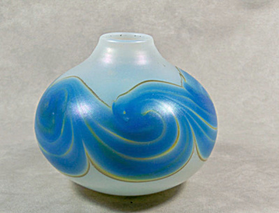 scarce signed 1972 Mark Peiser art glass vase (Image1)