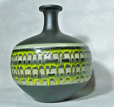 Royal Haeger Lime Decorated Alrun Guest vase (Image1)