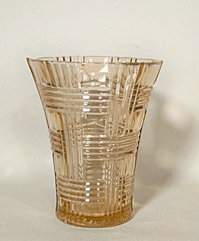 Anchor Hocking Prismatic pink glass vase (Image1)