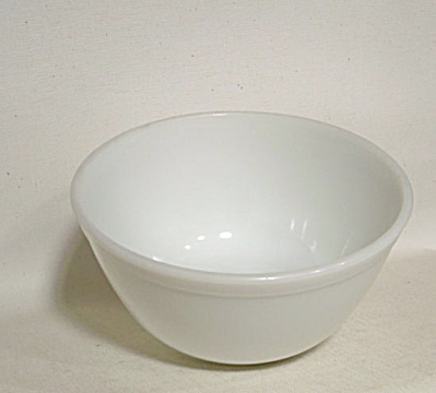 Pyrex scarce opal #402 mixing bowl (Image1)