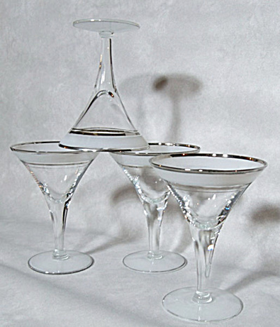 set 4 classic frosted silver martini glasses (Image1)