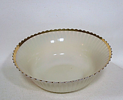 Macbeth-Evans Petalware 9 inch berry bowl (Image1)