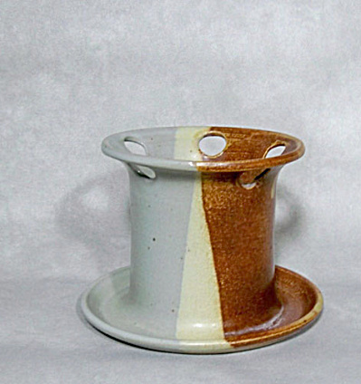 Sally Duval Vermont pottery toothbrush holder (Image1)