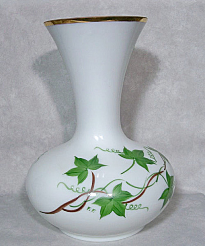 Consolidated Con-Cora #4096 Green Ivy vase (Image1)