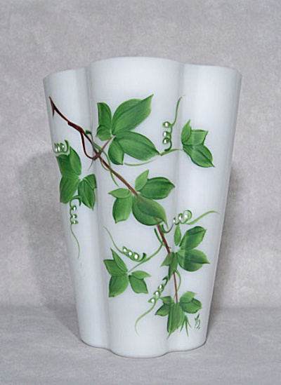 Consolidated Con-Cora fluted 3144 Ivy vase (Image1)
