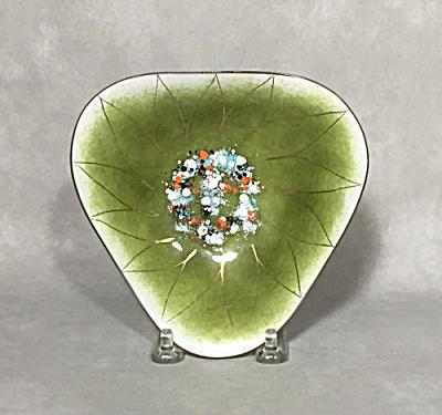 Gerte Hacker 5 1/2 inch wide green triangular Dahlia bowl (Image1)