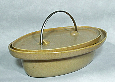 Early Bennington Potters 1342 casserole (Image1)