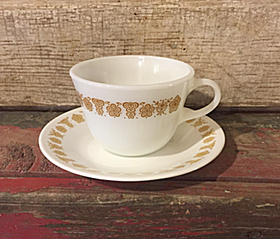 Pyrex Butterfly Gold Set 4 8 Oz. Cups Saucers