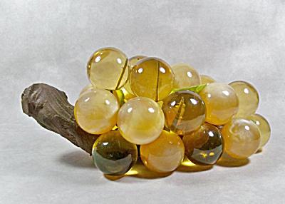 Vintage 22 amber acrylic grape driftwood  (Image1)