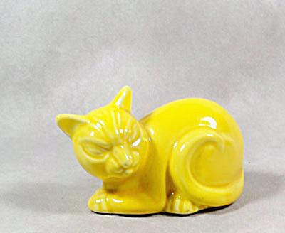 vintage fiesta harlequin yellow cat figurine  (Image1)