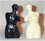 Click here to enlarge image and see more about item 2255: pair of black/white Venus di Milo s/p shakers