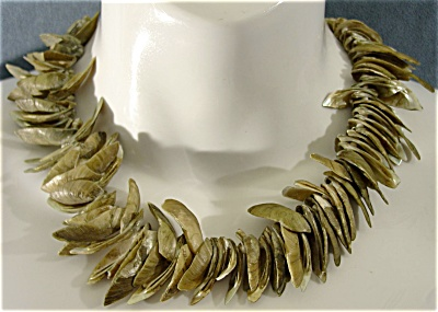 Natural Blacklip Mother of Pearl Shell Necklace* (Image1)