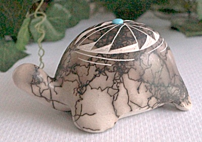 New Mexico Navajo Etched Horse Hair Turtle Pottery  (Image1)