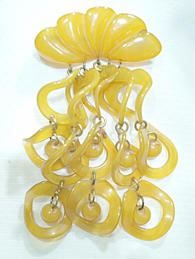 Beautiful Butterscotch 1930s Shell w/Cascading Dangles Bakelite Brooch (Image1)