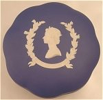 Click here to enlarge image and see more about item 091: The Queen 's Silver Jubilee Wedgwood Jasper Candy Box