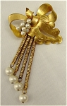 <b>Beautiful goldtone brooch with bow wrapped around a leaf with a spray of faux pearls representing a floral arrangement.  And to finish the display, are four cascading faux drop pearls. 