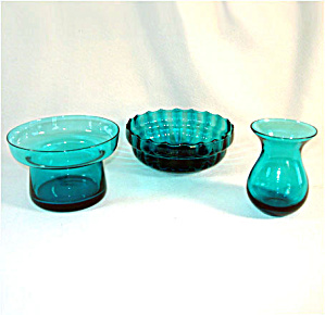 Morgantown Peacock Blue Art Glass Vase and 2 Flower Bowls (Image1)