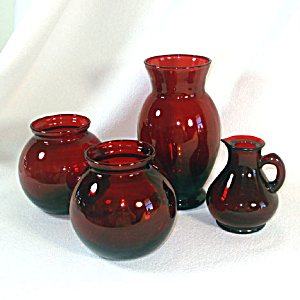 4 Anchor Hocking Royal Ruby Glass Vases Plus Ruby Cruet (Image1)